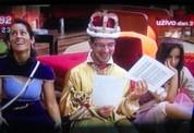 kralj-se-smeje-s-tekstom-i-damama-g.jpg